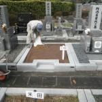 橿原市営香久山墓園の雑草対策。