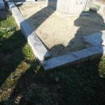 橿原市でお墓の石碑の傾き直しなど改修工事に着手しました。