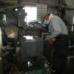 橿原の工場で墓石の加工をしました。