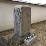 150年の月日を超え、遺族の思いが石碑を支えています。
