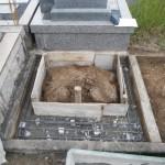 橿原市でお墓巻石の基礎工事にかかりました。