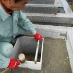 橿原市内でのお墓工事(巻石の取付と石碑の基礎工事)