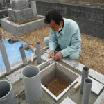 高田市営土庫墓地にて墓石工事に着手しました。