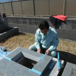 大和高田市営土庫墓地にて洋風墓石の取付けをいたしました。