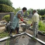 橿原市営香久山墓園で雑草対策と耐震施工にかかりました。