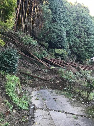 台風による山崩れ
