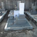 奈良市内でお墓の新設工事完成いたしました。愛媛県産大島石の特級の石碑は青々しい輝きが特徴です。